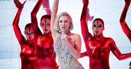 Eurovision: Εκτοξεύτηκε η Έλενα Τσαγκρινού (video)