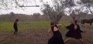 Το πιο περίεργο βίντεο κλιπ γυρίστηκε κάπου έξω από την Πάτρα