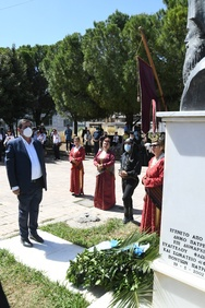 Ο Δήμαρχος Πατρέων κατέθεσε στεφάνι στο μνημείο της πλατείας Ποντιακού Ελληνισμού