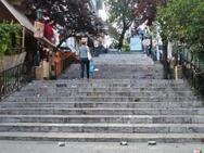 Πάτρα: Κορωνοπάρτι μέχρι το πρωί στις σκάλες της Γεροκωστοπούλου