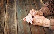 Πάτρα: Ηλικιωμένη που έπασχε από άνοια έζησε για μέρες δίπλα στον νεκρό άνδρα της