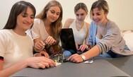 Ελληνίδες φοιτήτριες σχεδίασαν «μαγικό» χαλί γυμναστικής για το σαλόνι