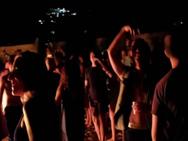 Πάτρα: Τα κορωνοπάρτι ήρθαν για να μείνουν - Οι νέοι πάνε πλατεία, σκάλες και παραλία