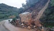 Πάτρα: Έπεσε βράχος πάνω στο αυτοκίνητό του