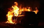 Πάτρα: Στις φλόγες τυλίχθηκε αυτοκίνητο στον Άγιο Διονύσιο