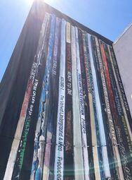 Μια εντυπωσιακή τοιχογραφία φτιαγμένη από βινύλια (φωτο)