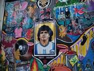 Λάρισα: Ο Μαραντόνα έγινε τοιχογραφία με σύνθημα «ζήτω η επανάσταση»