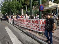 Ο Δήμαρχος Πατρέων στο πλευρό των εργαζομένων της κοινωφελούς στην κινητοποίηση έξω από τη Βουλή (φωτο)