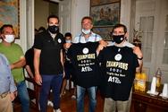 Πάτρα: Ο Κώστας Πελετίδης υποδέχθηκε στο Δημαρχείο την ομάδα μπάσκετ του Απόλλωνα