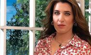 Η Δανάη Λουκάκη ποζάρει με το μαγιό της