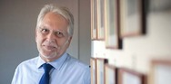 O Πατρινός καθηγητής Γιώργος Χρούσος απαντάει σε 8 ερωτήματα για τον εμβολιασμό των 15-17 ετών