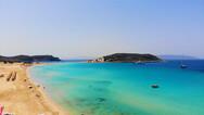 Η ακτή που βρίσκεται σε ελληνικό νησάκι αλλά μοιάζει με παραλία της Kαραϊβικής (video)