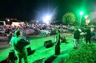 Με μουσικές νότες 'πλημμύρισαν' το Σαββατόβραδο συνοικίες της Πάτρας (pics)