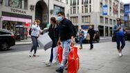 Η Βρετανία αίρει τα περιοριστικά μέτρα εν μέσω έξαρσης των κρουσμάτων