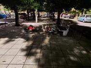 Πάτρα: Κοιμούνται άνθρωποι στον πεζόδρομο με τις νεραντζιές, στην Τριών Ναυάρχων