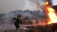 Αχαΐα: Εκκενώνεται ο οικισμός της Δροσιάς - Λιποθύμησε πυροσβέστης (νεότερα)