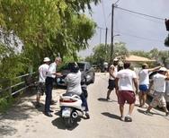 Ο Άγγελος Τσιγκρής δίπλα στους κατοίκους της Ζήριας Αιγιάλειας που πλήττονται από την πυρκαγιά (φωτο)
