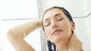 6 λάθη υγιεινής που κάνουμε στο μπάνιο