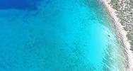 Το σημείο της Αργολίδας με το περίεργο σχήμα και με νερά που θυμίζουν Καραϊβική (video)