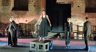 Η παράσταση 'Αντιγόνη' μέσα από της κριτική του Ελισσαίου Βγενόπουλου