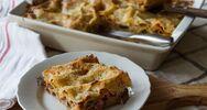 Λαζάνια με λουκάνικα γαλοπούλας και τυριά