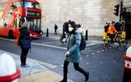 Μεγάλη Βρετανία: Σκέψεις για επαναφορά της χρήσης μάσκας και της τηλεργασίας