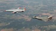 Μαχητικό F-35 ανεφοδιάστηκε για πρώτη φορά από drone (video)