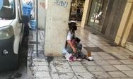 «Ψυχές στην… ανακύκλωση» στους δρόμους της Πάτρας - Κι ανάμεσα τους παιδιά!
