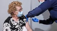 Προ των πυλών οι ανακοινώσεις για την γ' δόση εμβολίου - Ποιες είναι οι επόμενες πληθυσμιακές ομάδες που θα λάβουν SMS