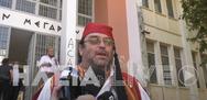 Ηλεία: Γονέας 'αρνητής' ντύθηκε τσολιάς και πάει στο εδώλιο (βίντεο)