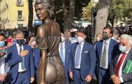 Σάλος στην Ιταλία για ένα... άγαλμα (video)