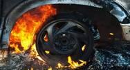 Πάτρα: 'Φούντωσε' αυτοκίνητο στη συμβολή των Οδών Αμερικής και Θερμοπυλών