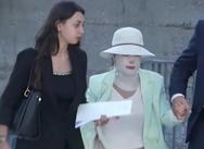 Έφθασε στο δικαστήριο η Ιωάννα Παλιοσπύρου - Θα καταθέσει για την επίθεση με βιτριόλι