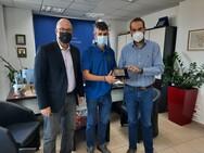 Ο νικητής του «Σπάρταθλον 2021», Φώτης Ζησιμόπουλος, στον Περιφερειάρχη Δυτικής Ελλάδας, Νεκτάριο Φαρμάκη