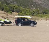 Λες και πάνε σε αγώνες! - Τα τζιπ 'οργώνουν' και 'τρέχουν' στην παραλία της Καλόγριας (βίντεο)