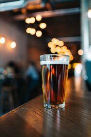 Ήπιε 51 ποτά σε 51 μπαρ σε 8 ώρες για χάρη των… Ρεκόρ Γκίνες