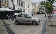 Πάτρα: Το πάρκαρε στην πλατεία και πήγε για καφέ!