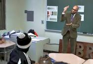 Ένας πρωτότυπος καθηγητής - Διδάσκει μέσω του... χιπ χοπ! (video)