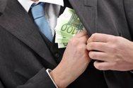 Τεράστιες μίζες ύψους 17,6 εκατ. ευρώ σε θυρίδες στο Λονδίνο!