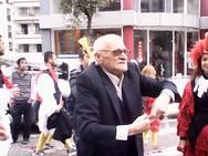 Ο παππούς του Πατρινού καρναβαλιού!  – Ήταν στο τερματισμό της παρέλασης, 'νοσταλγώντας' τα δικά του καρναβάλια…