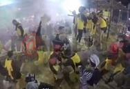 Βίντεο σοκ - Καρναβαλιστές ποδοπάτησαν και σκότωσαν όλες τις κότες που υπήρχαν σε άρμα!