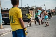 Βραζιλία - Τα παιδιά που ονειρεύονται να γίνουν... Πελέ (video)
