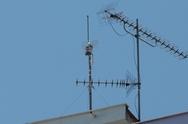 Πάτρα: Κεραία κινητής τηλεφωνίας «φύτρωσε» σε πολυκατοικία