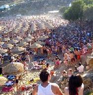 Για ποιο λόγο το Super Paradise είναι από τις πιο hot παραλίες στον κόσμο (pics)