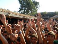 Πάνω από 4.000 άτομα σήκωσαν το Punda Beach στον αέρα σε ένα μοναδικό Carroten Beach Party με Live Set από τους Demy – Alex Leon & Epsilon! Δείτε φωτογραφίες!