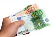Σερβιτόρος βρήκε 900 ευρώ και τα επέστρεψε στον κάτοχό του