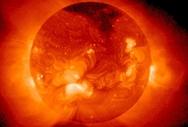 Τριπλή 'απειλή' σήμερα - Ηλιακή καταιγίδα, πανσέληνος και Παρασκευή και 13 (pics+vids)