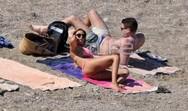 Έλλη Κοκκίνου: Μπάνιο σε παραλία της Κύθνου με το σύντροφό της! (pics)