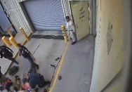 Βίντεο σοκ: Αστυνομικός δολοφονεί εν ψυχρώ κρατούμενο με χειροπέδες!