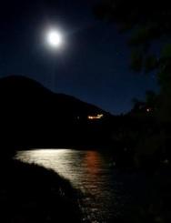 «Αγγίζοντας» τη πανσέληνο στη λίμνη Τσιβλού στους πρόποδες του Χελμού (pics+video)